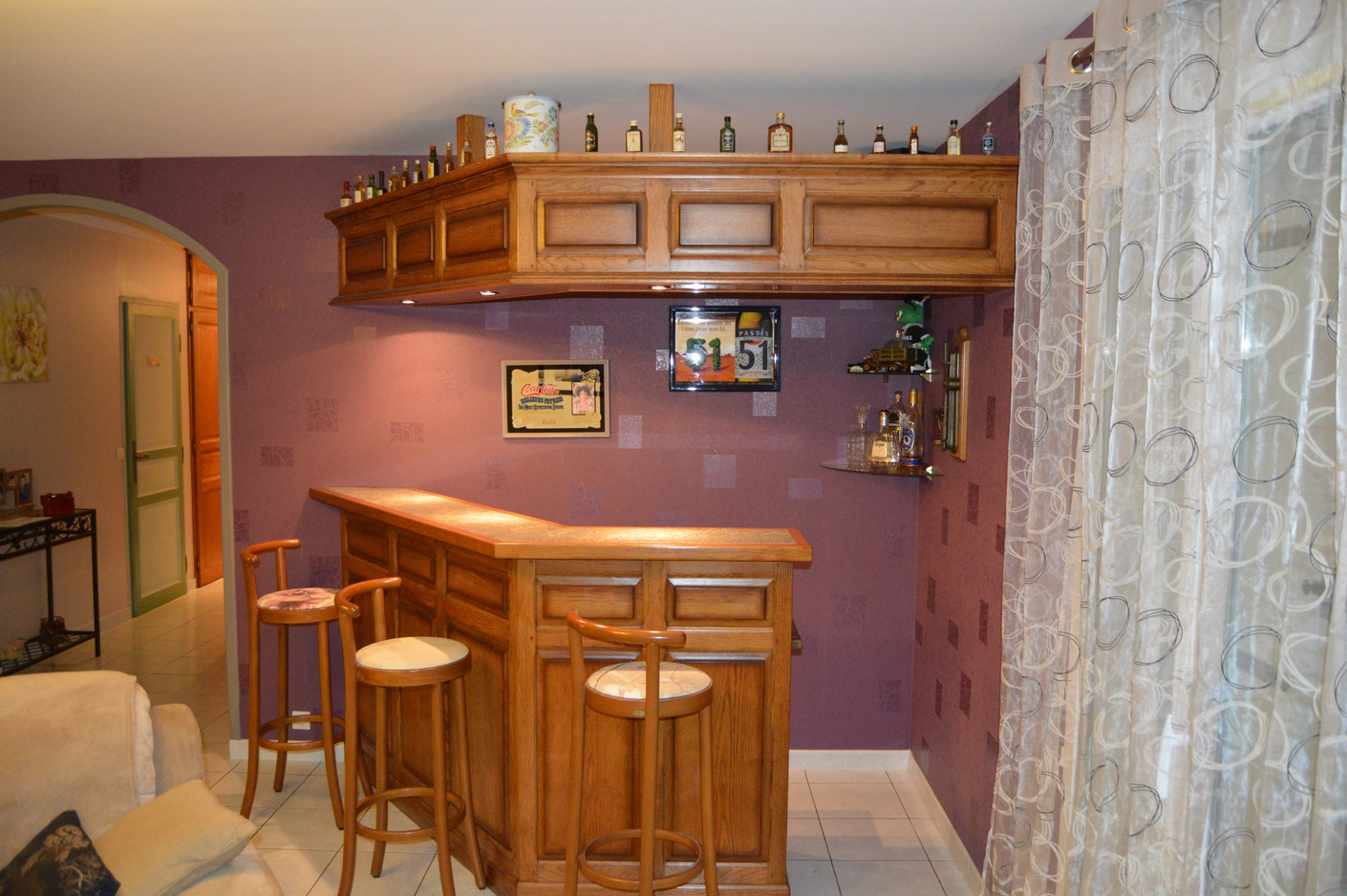 Bar en chêne teinté verni