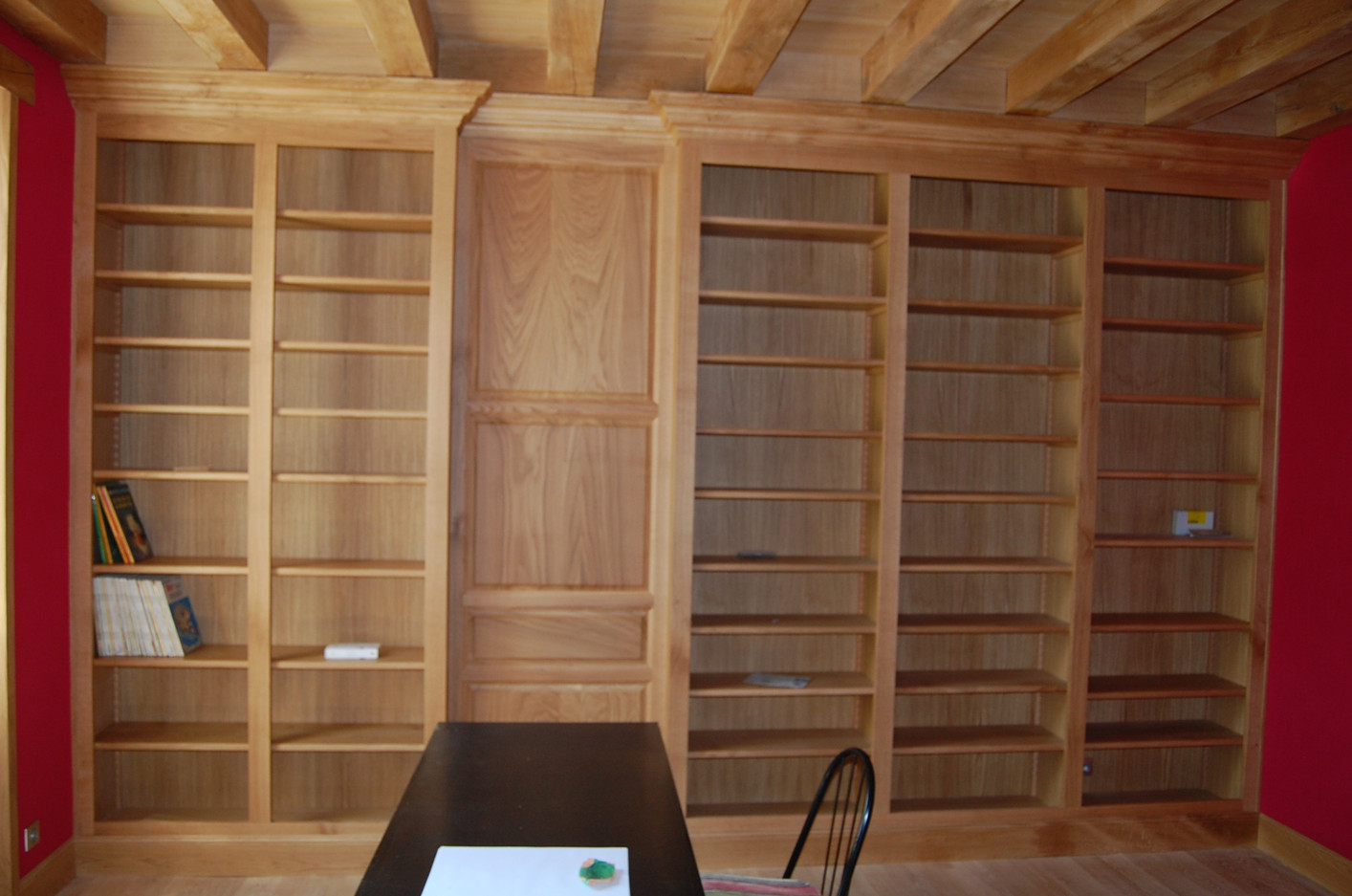 Bibliothèque en chêne verni naturel