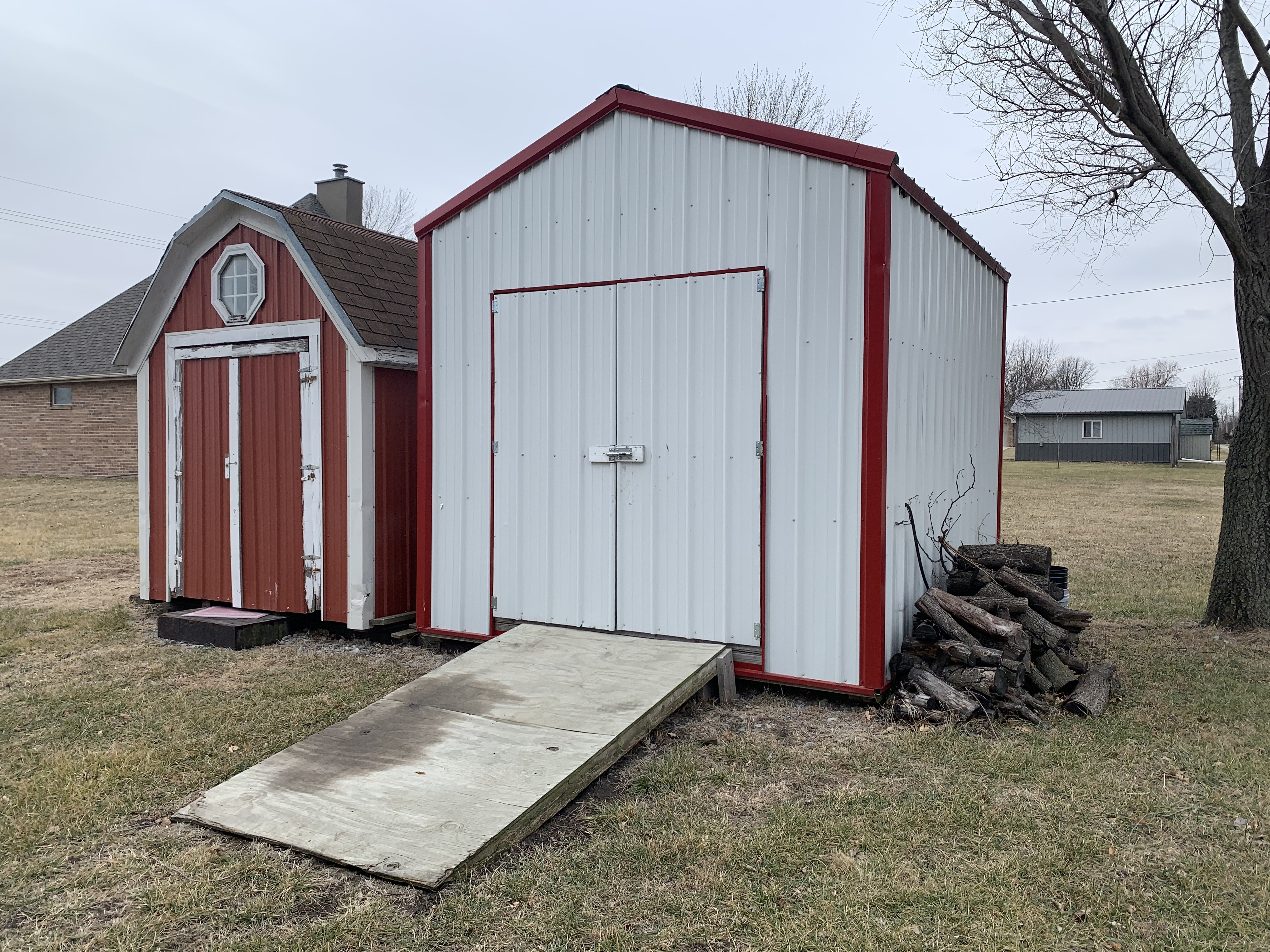 212 S 11th Sheds