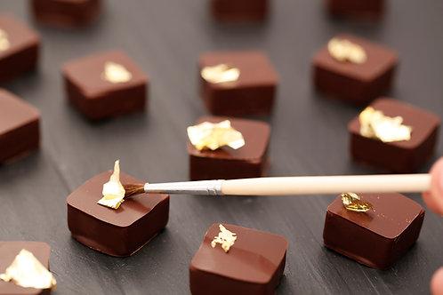 שוקולד חלב עם קישוט זהב