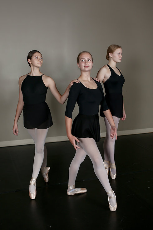 vert ballet trio 2.jpg