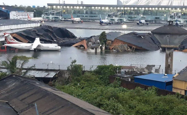 Submerged airport