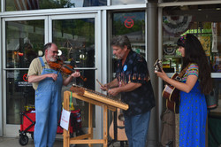 Nina with fiddler, Jim Frable, and hammer dulcimer player, Tim Simek (July 4th)