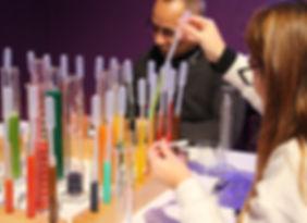 Jeu tube à essais éprouvette colorant cocktail
