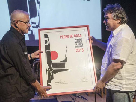 Pedro de Oraa receives the Premio Nacional de Artes Plasticas in Cuba