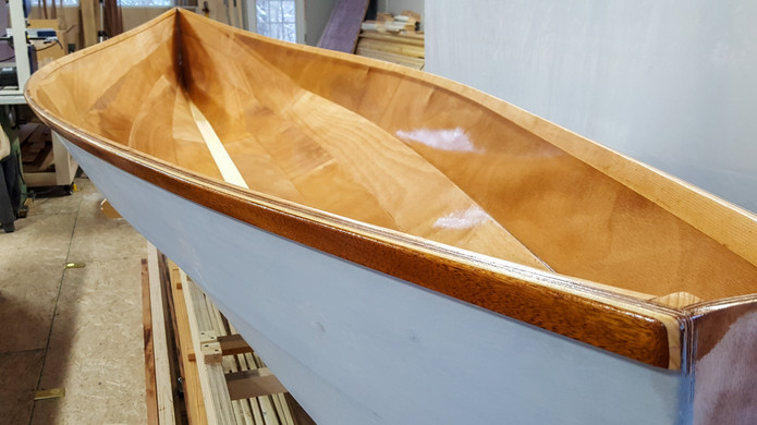 Gunwales rounded over at transom.