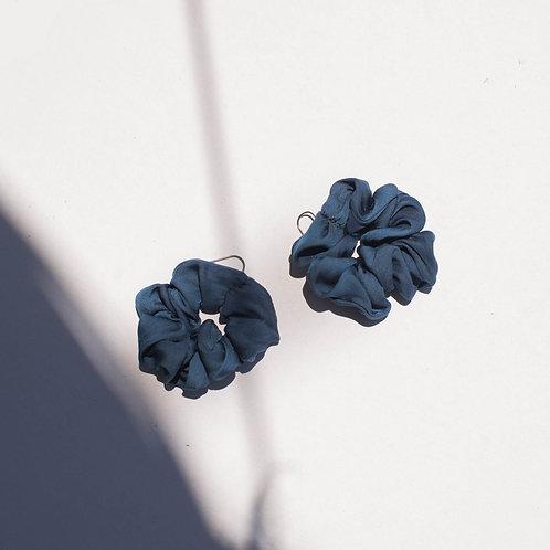Orecchini in satin blu