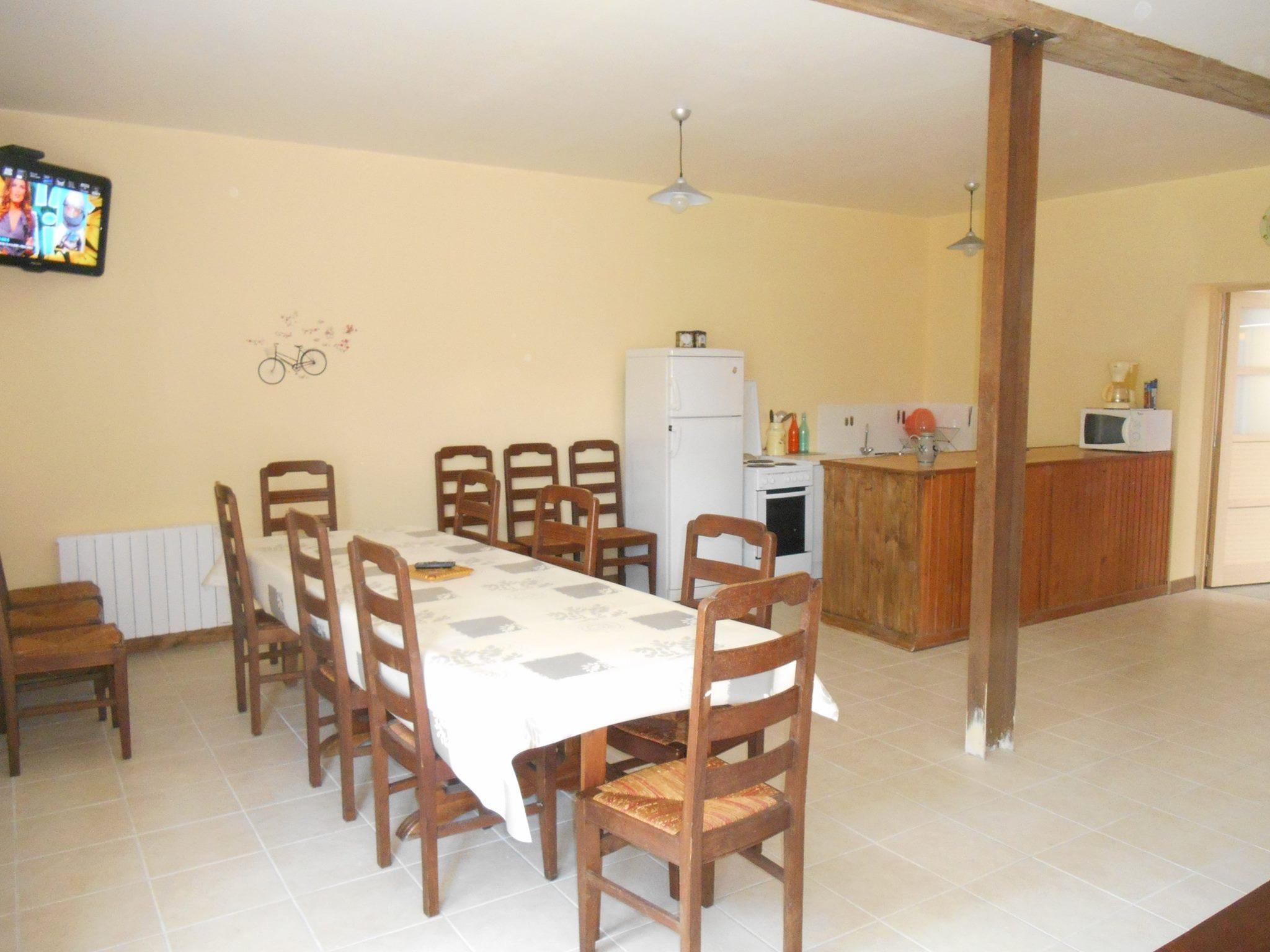 Salle à manger et cuisine équip