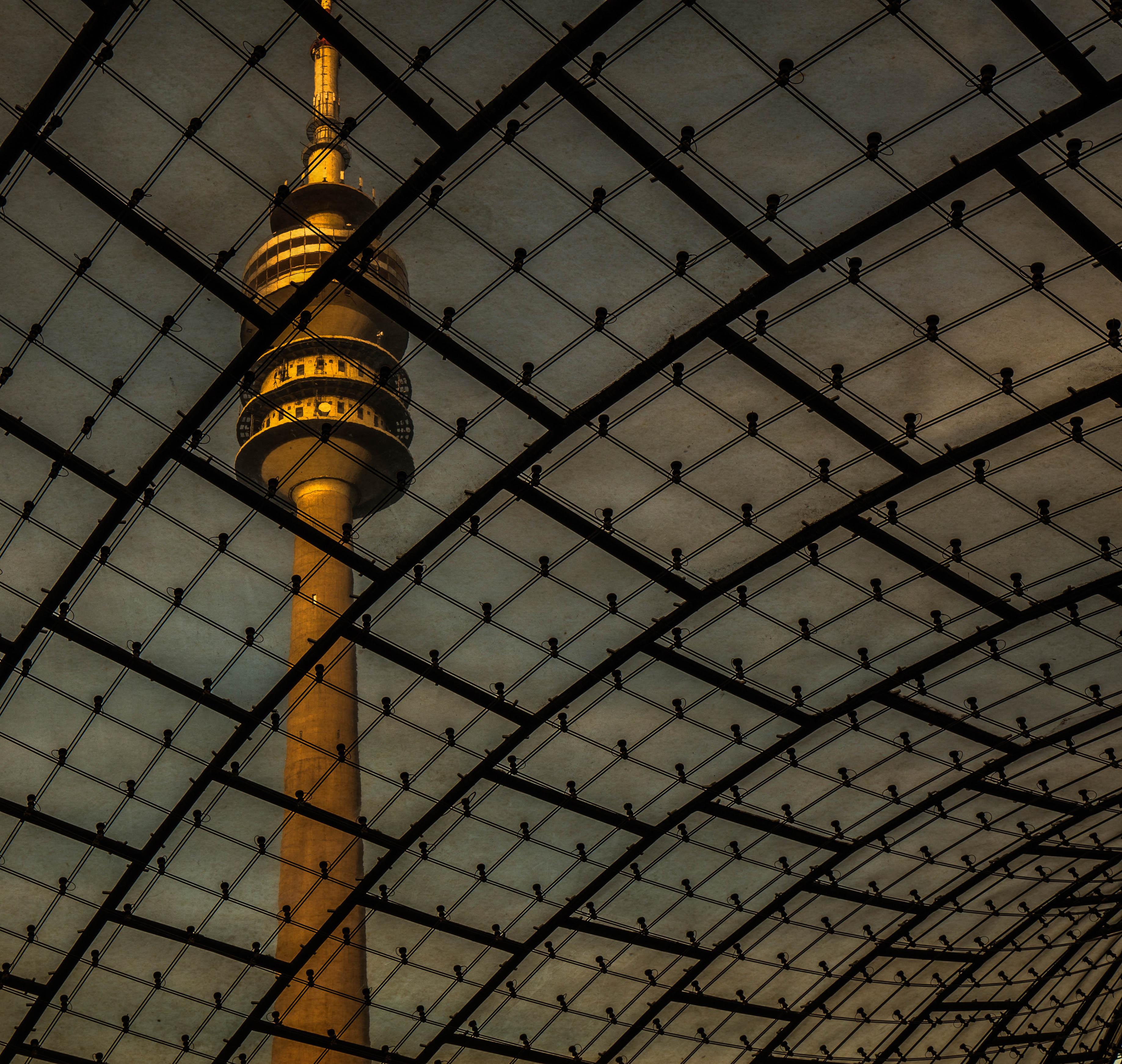 Olympiaturm durchs Dach