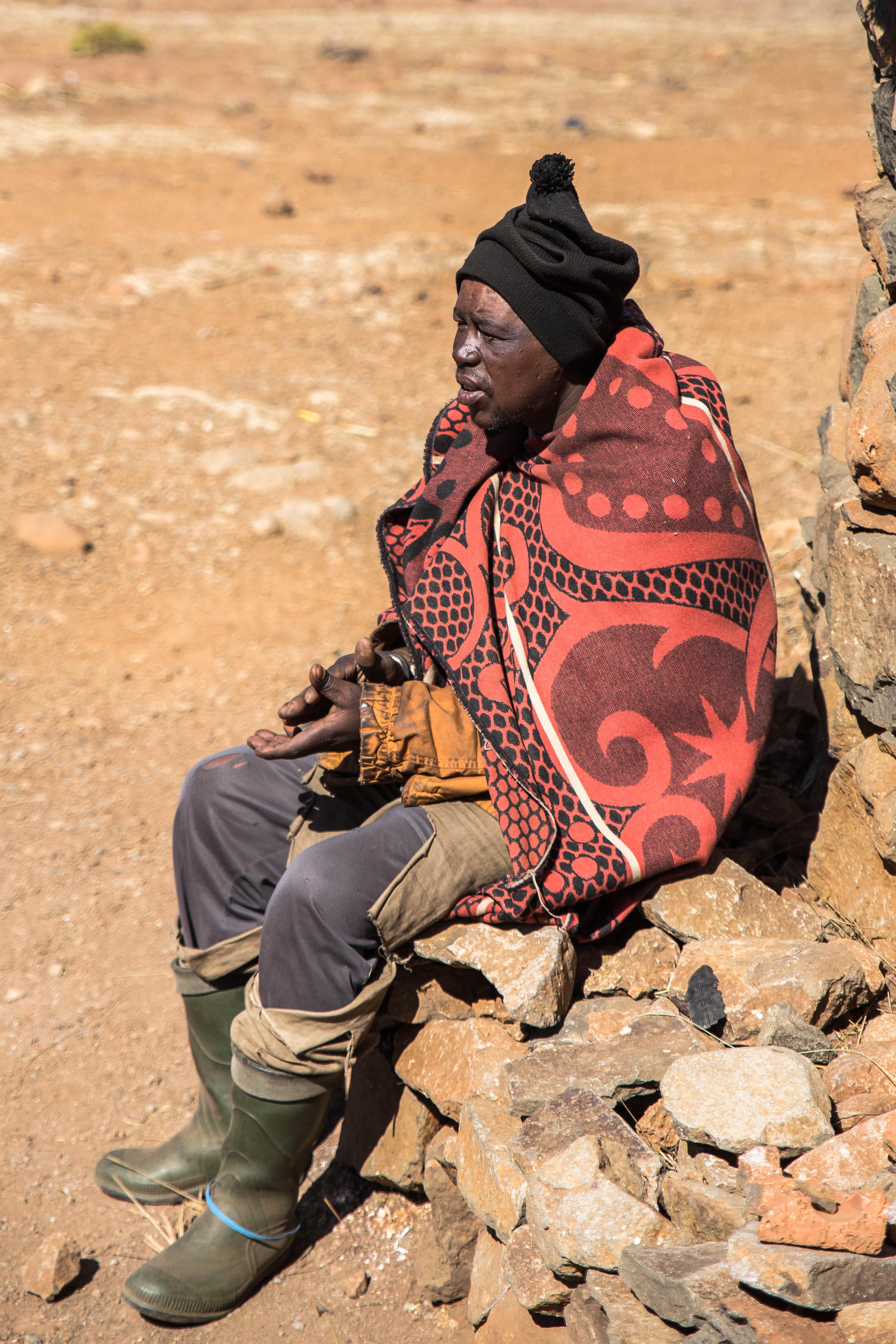Ein Schafhirte in Lesotho