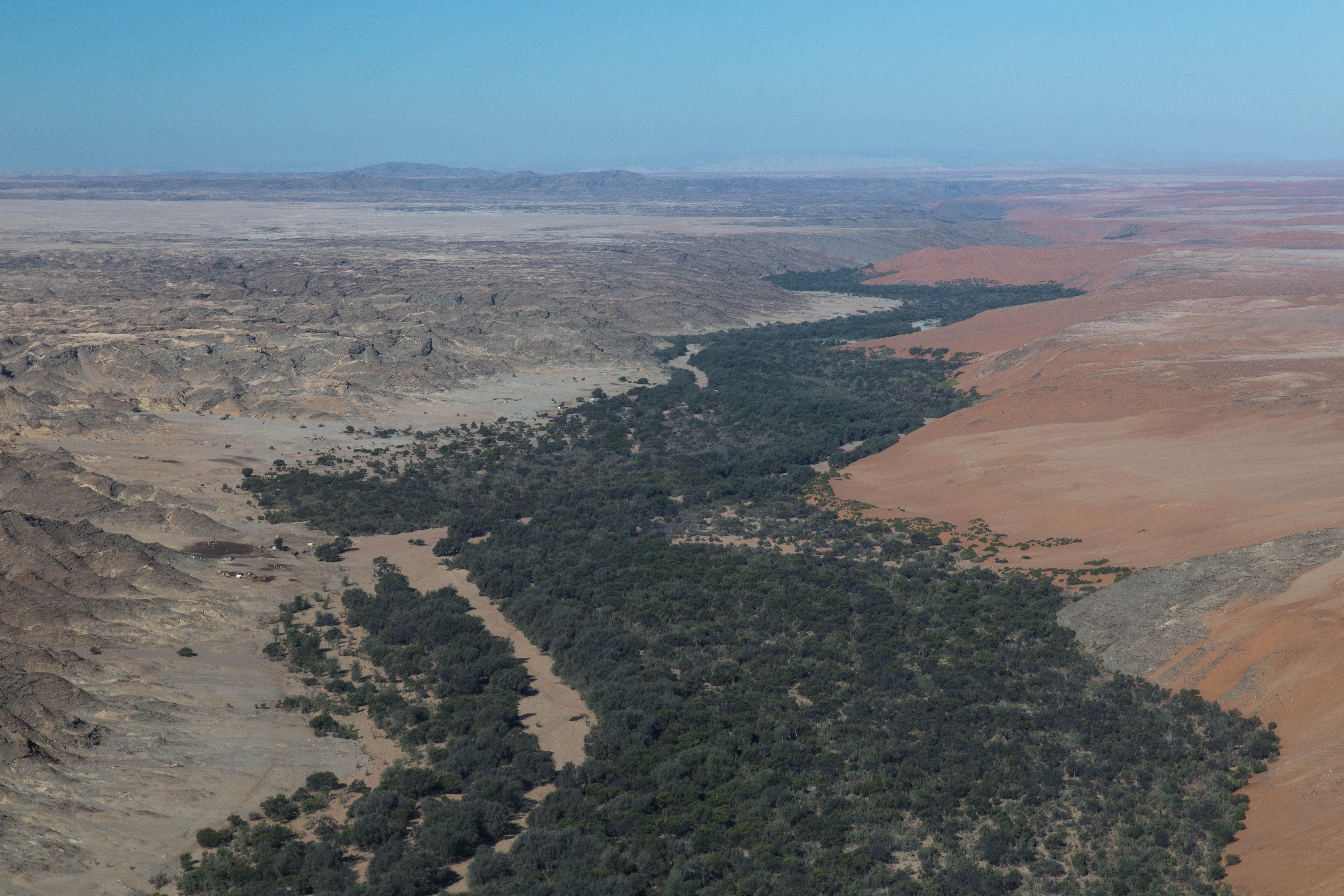 Flug über die Wüstenstation Gobabeb