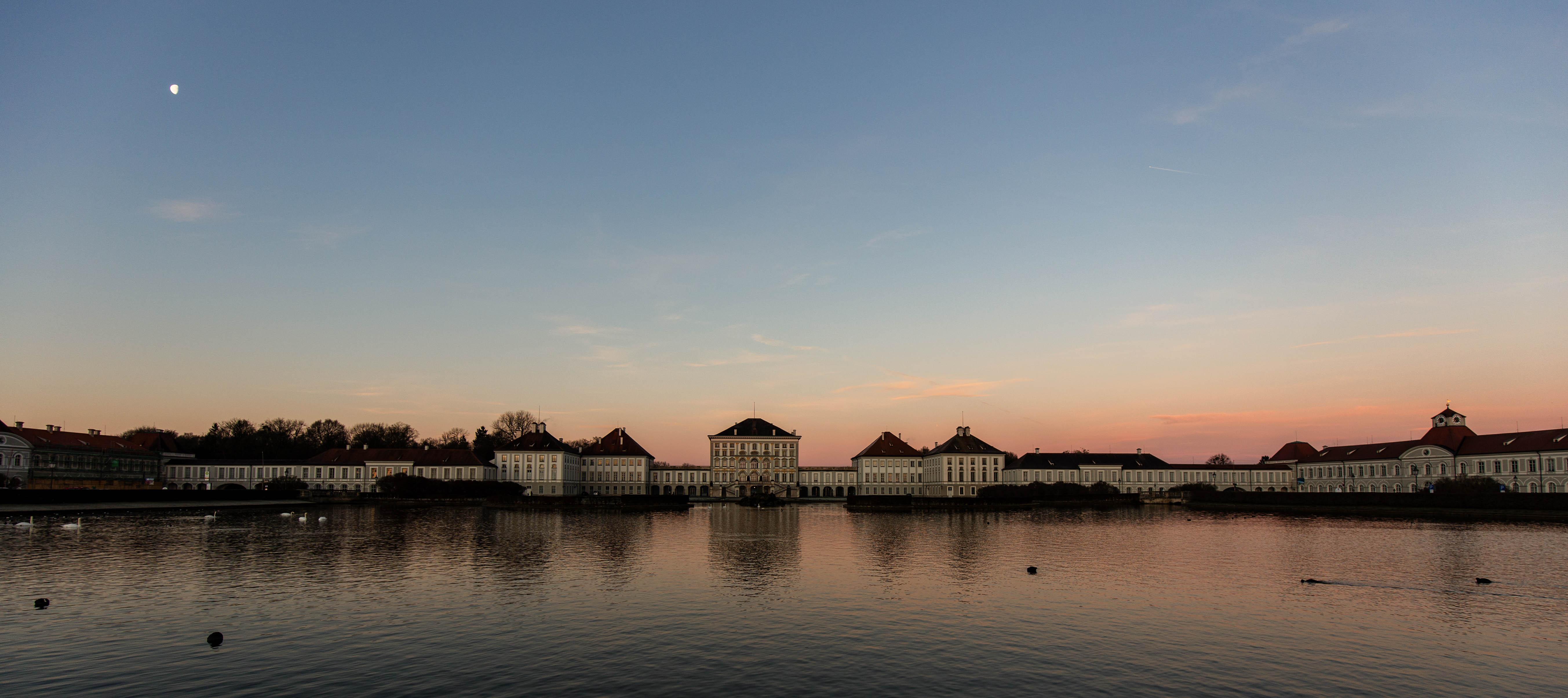 Schlossansicht am frühen Morgen