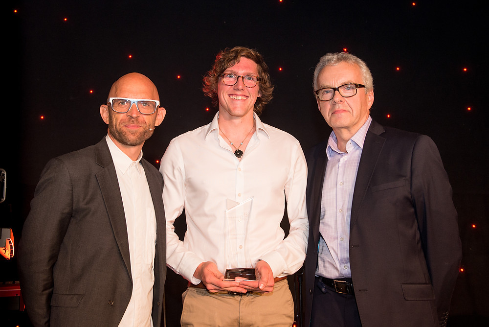 Thomas Fudge from WASE accepting his award at the UK Energy Innovation Awards 2017, with host Jason Bradbury.