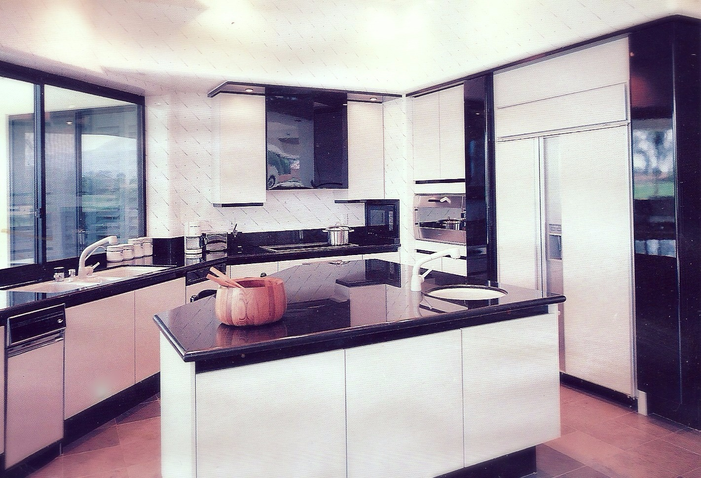 Lacquer Contemporary Kitchen
