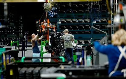 Coronavirus: GM and Ford in talks with Trump admin to make ventilators