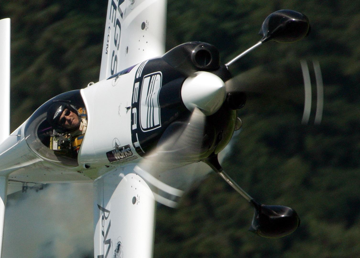 aerobatics mike mangold carbon fiber