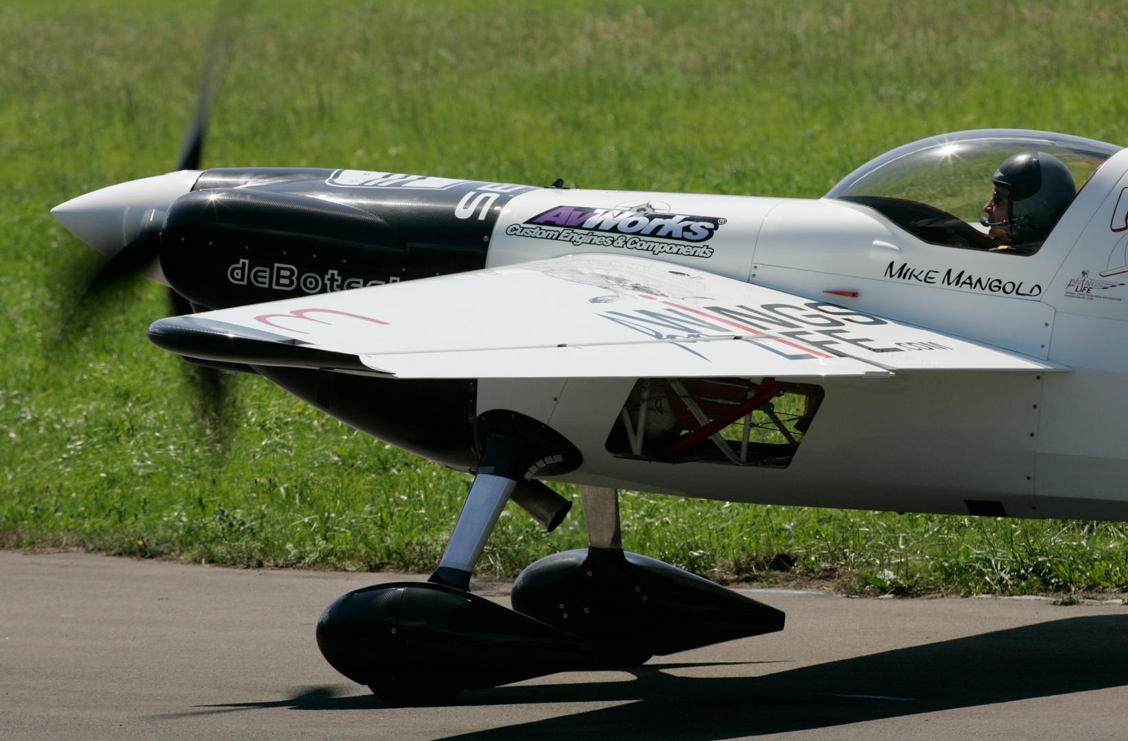 Mike Mangold carbon fiber debotech plane