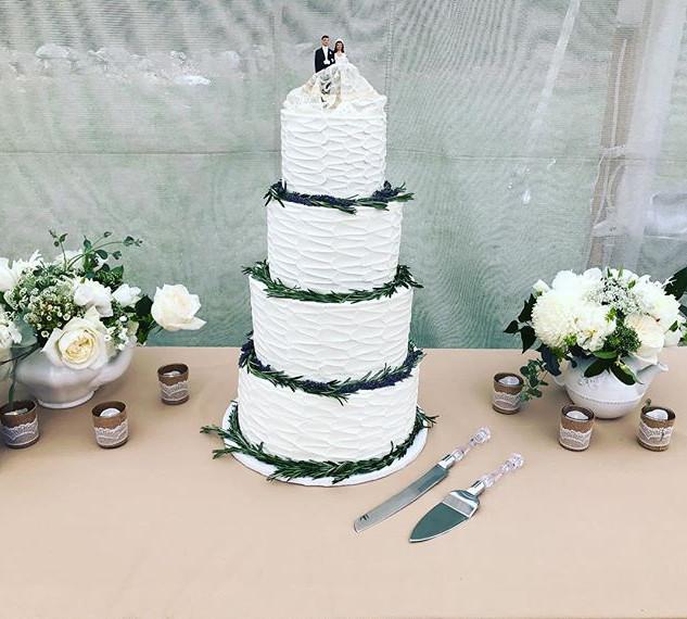 Rosemary & Lavender Wedding Cake ! 💍