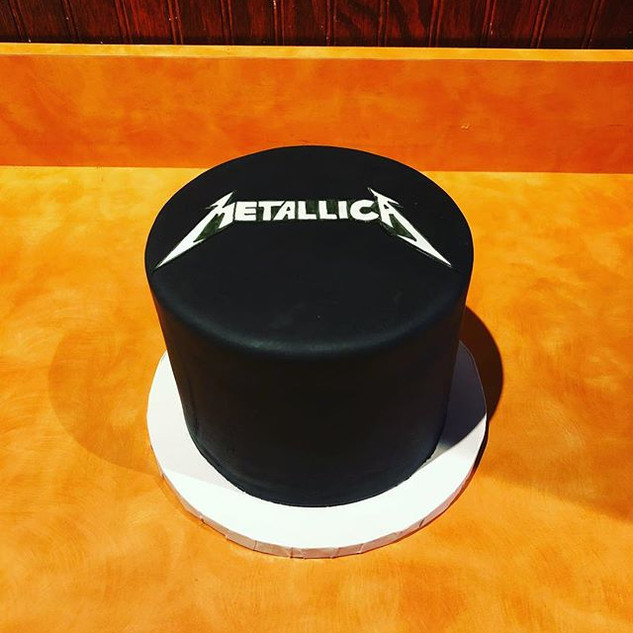 Some black cakes - Metallica & White Dri