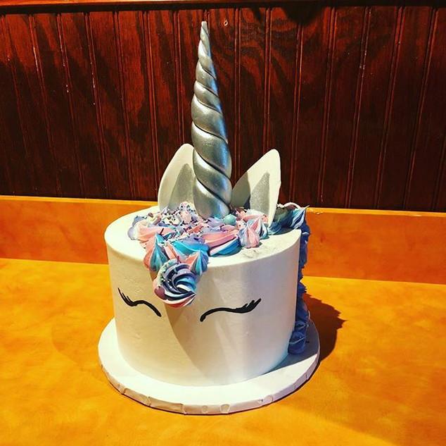 Silver Unicorn Cake & Cupcakes 🦄