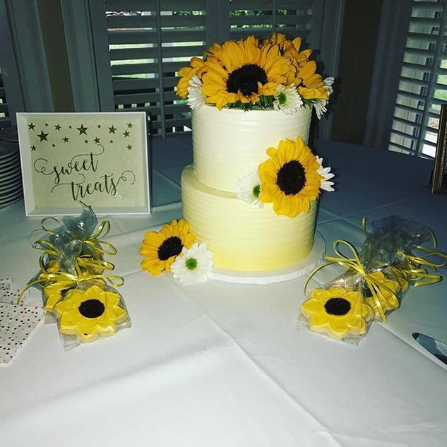 Sunflower Bridal Shower Cake & Cookies �