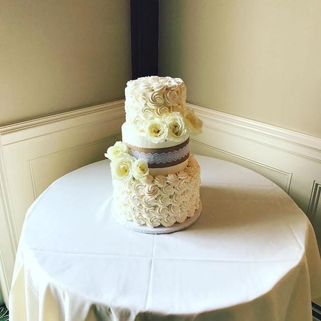 All White Wedding Cake 💍