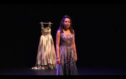 8. Agamemnon Une Choreute.png