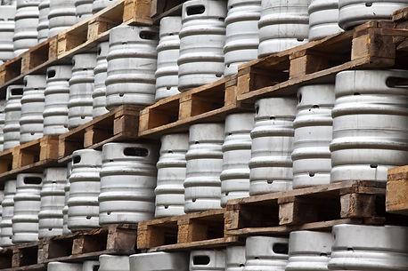 many-metal-kegs-beer.jpg