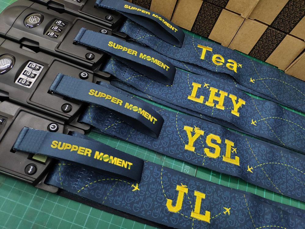 行李帶繡花 Embroidery on suitcase strap