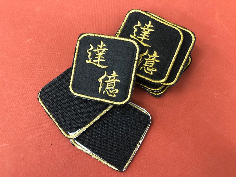 繡花章加魔術貼 Embroidery with velcro