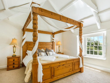 The Old Farmhouse - Sleeps 8
