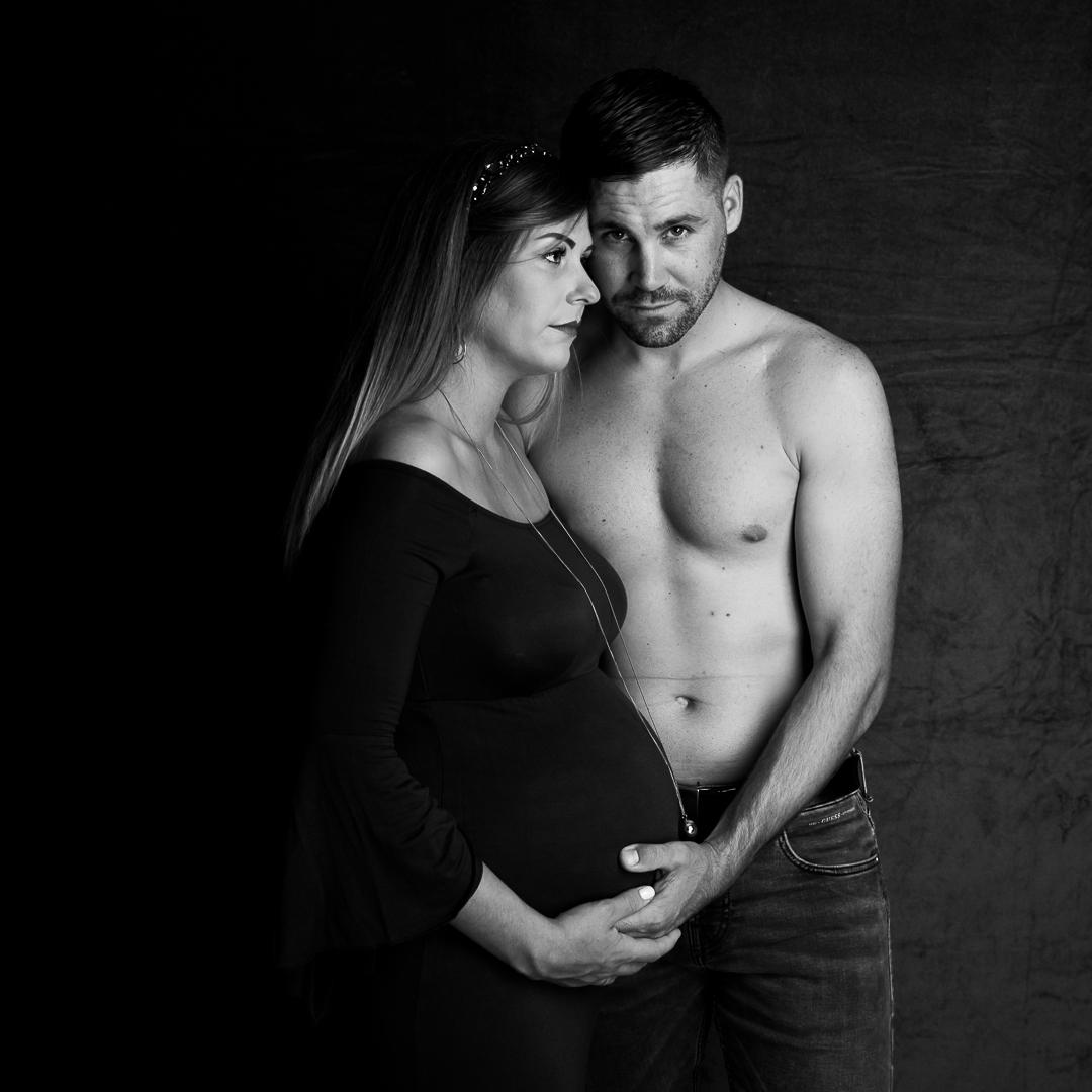 photo_studio_maternité_robe_noir_blanc_
