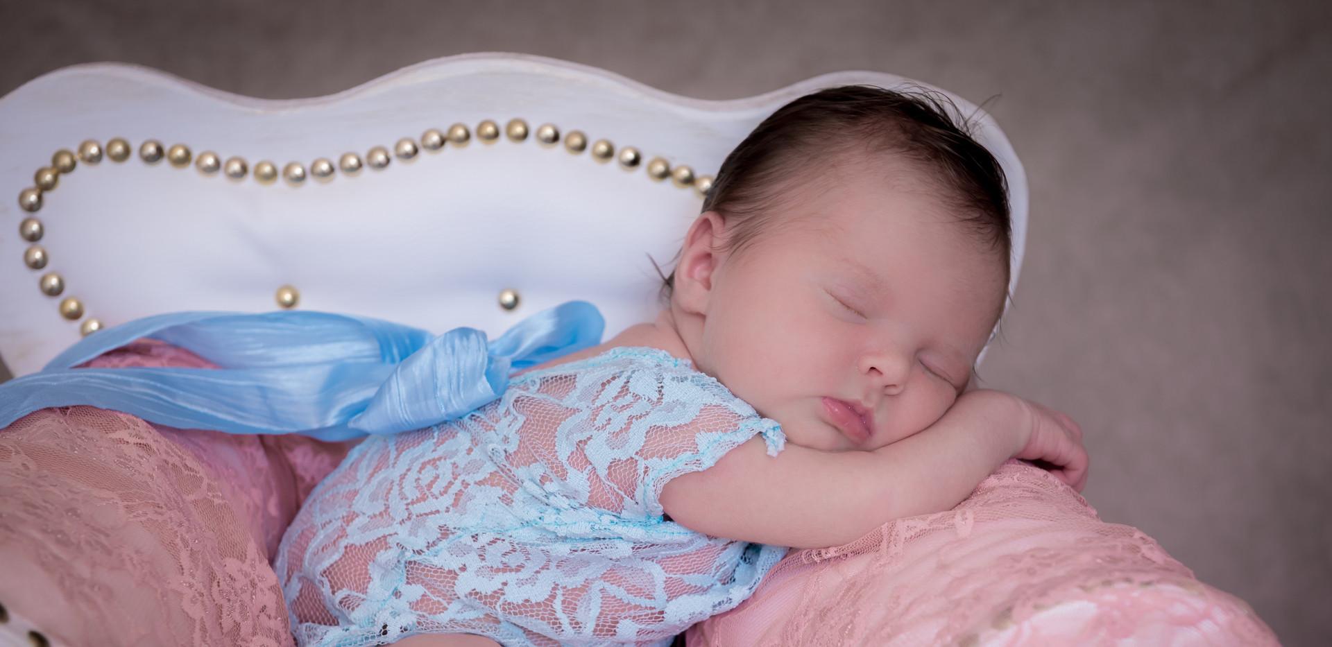 Photographe bébé naissance vitrolles