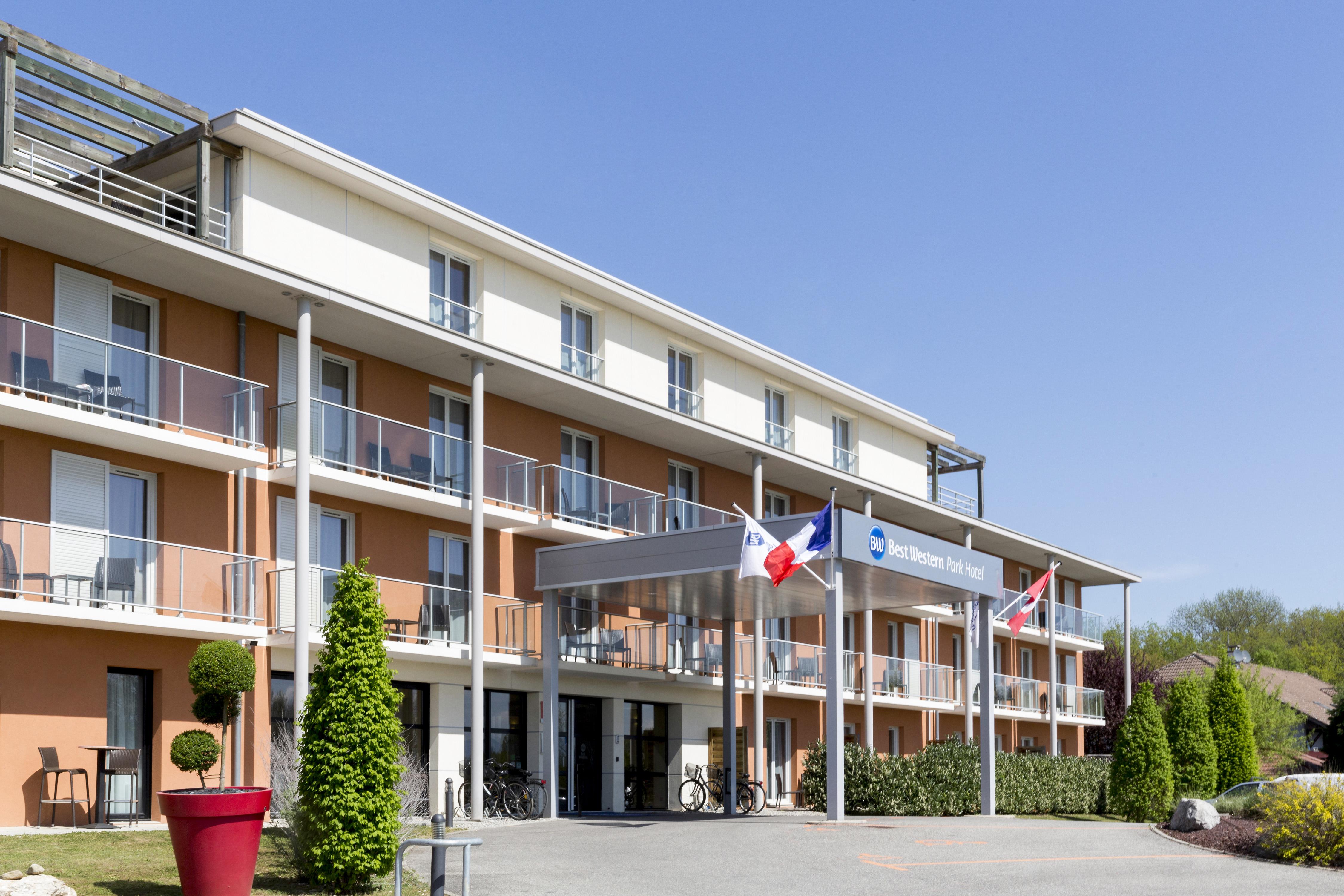 facade1-BW