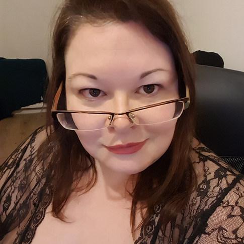 Mistress Waiting on Webcam