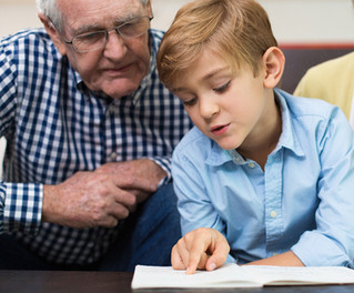 Frivillige læsevenner hjælper børn med at knække læsekoden