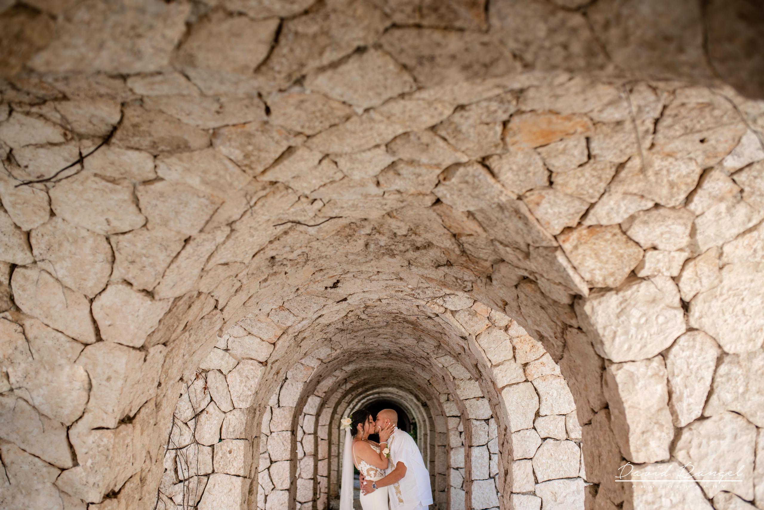 hugh+bride+groom+couple+session+photo+park+xcaret+church+love+kiss+wedding+coverage+dress