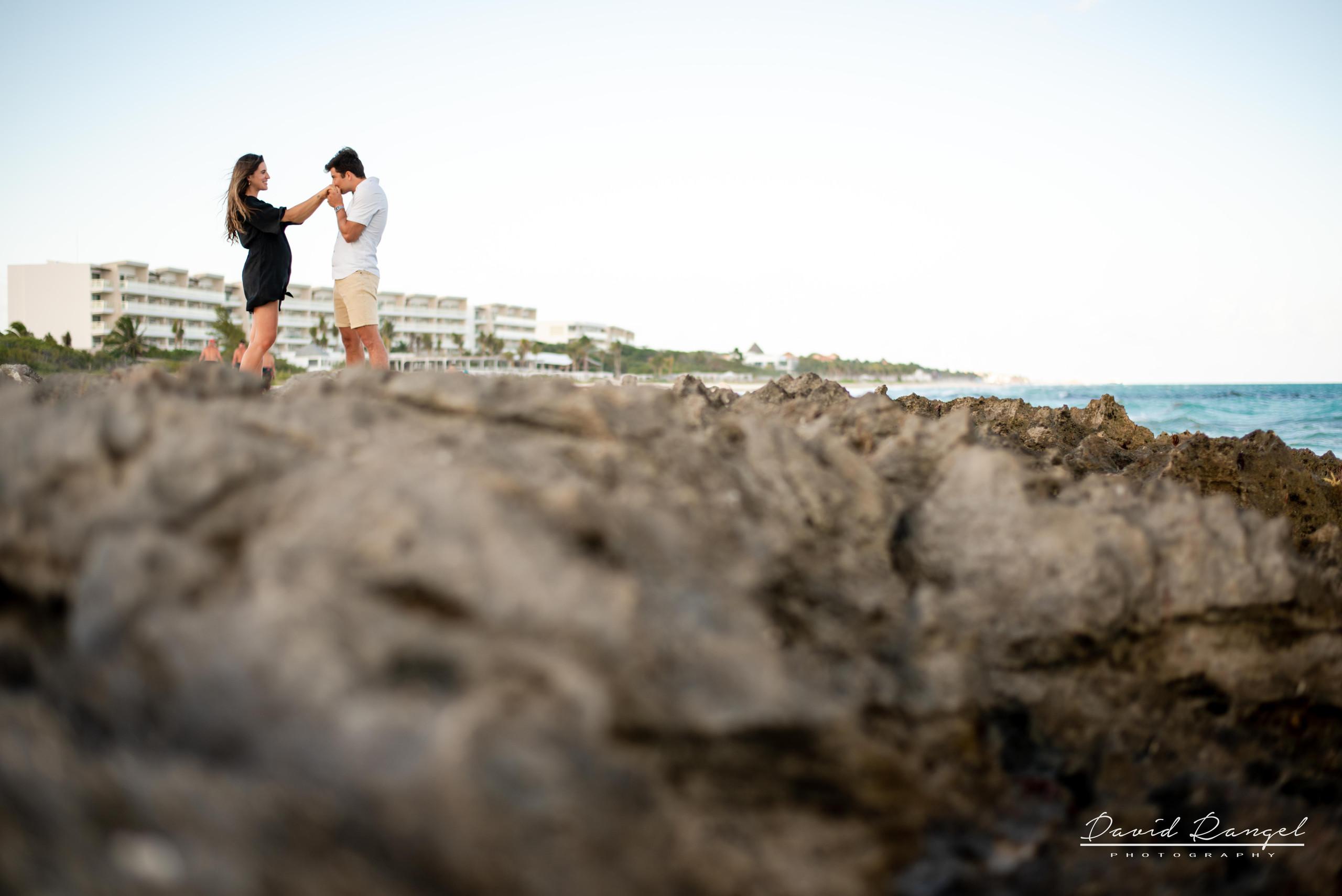 beach+session+riviera+maya+pregnancy+rocks+couple+future+mother+mom+love+-kiss+hads