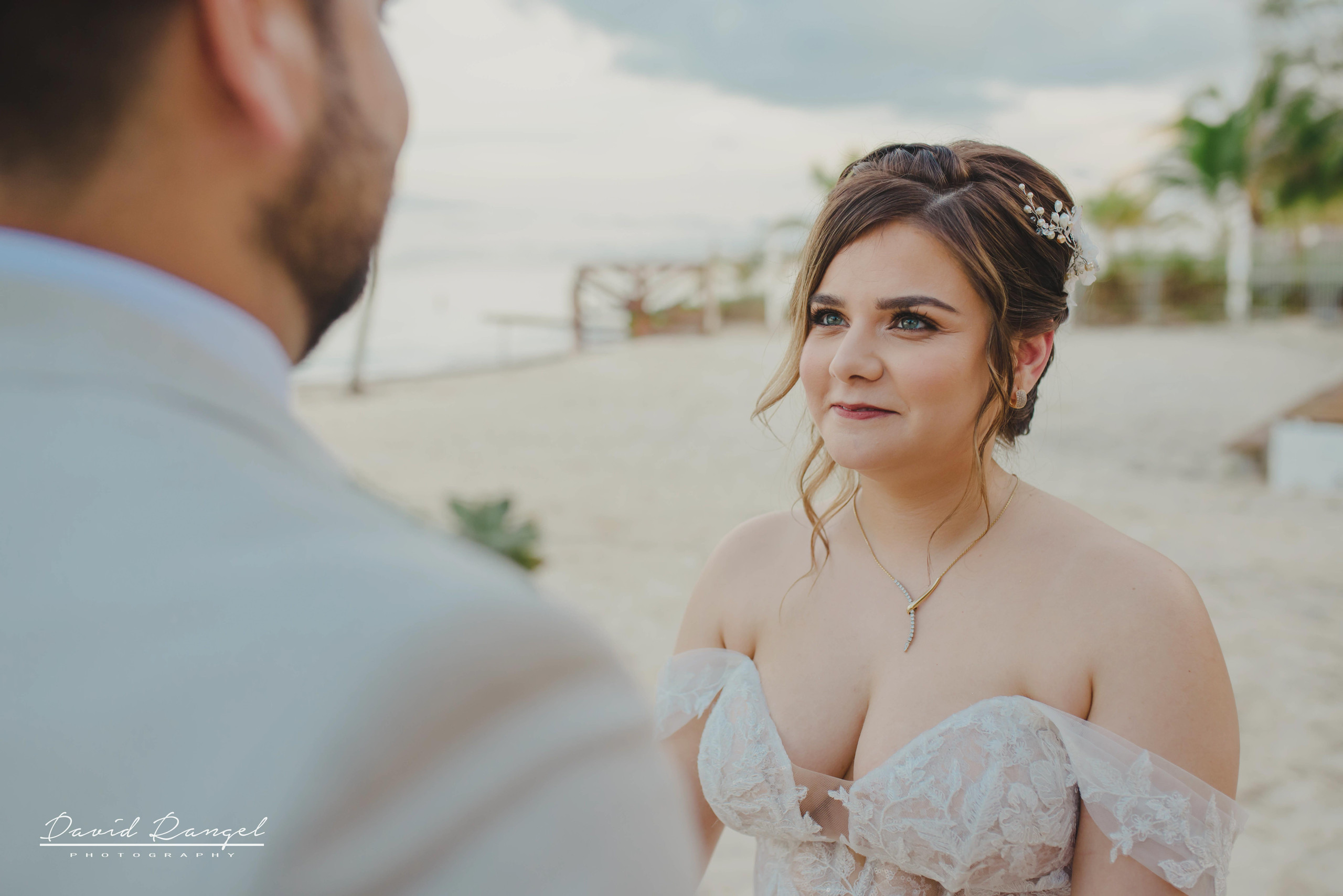 groom+bride+wedding+ceremony+dress+villa+chenera+isla+blanca+costa+mujeres+garden+beach+chaman+traditional+mayan+wedding+green+eyes+conection