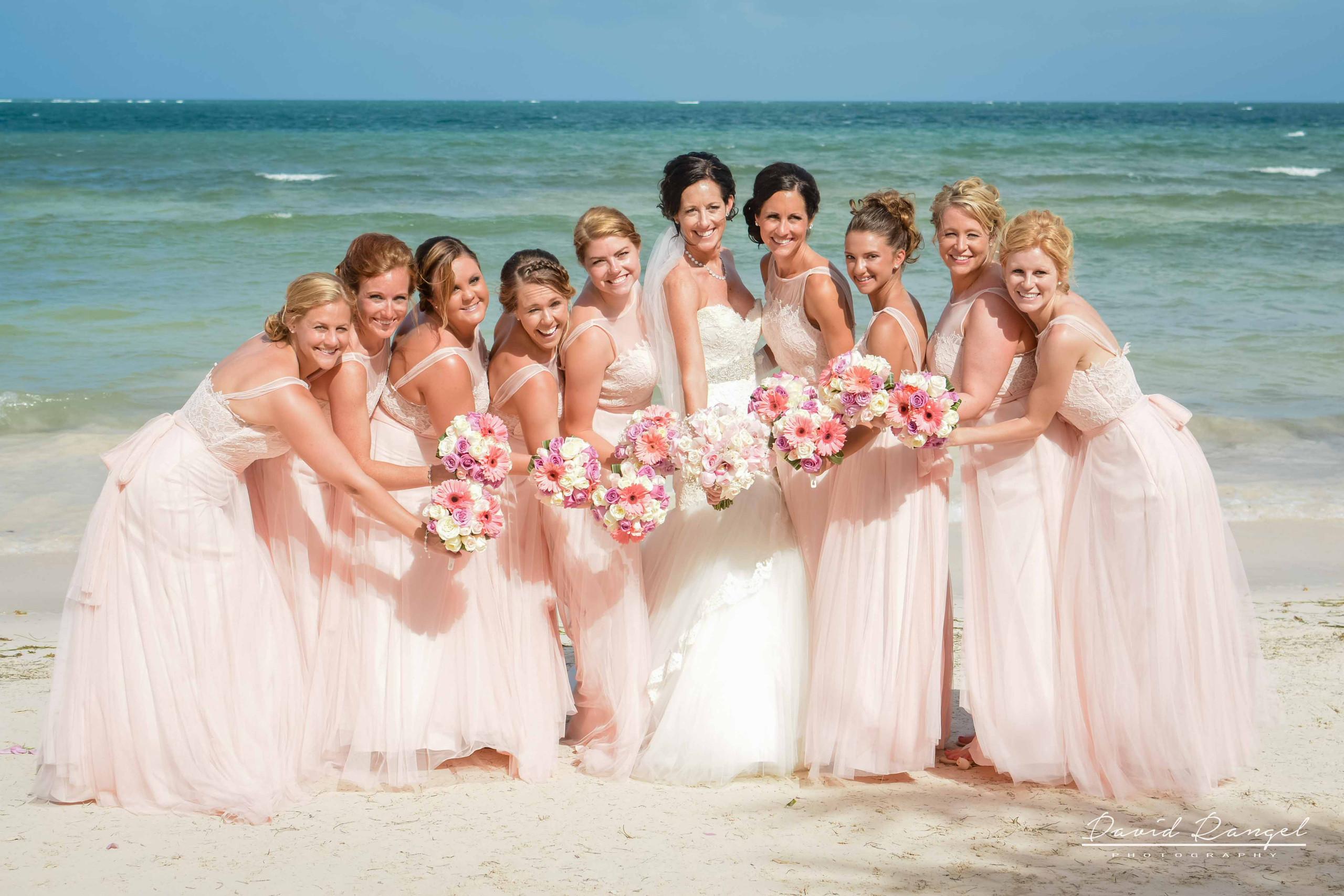 brides+maids+on+the+beach