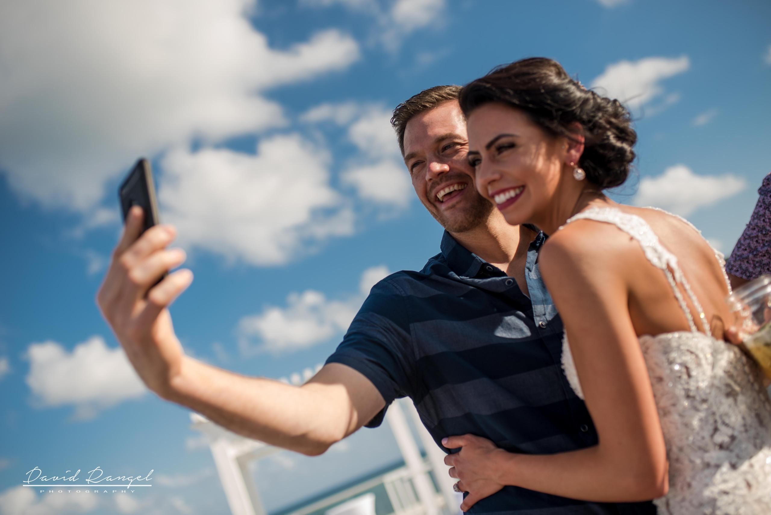 bride+sky+deck+selfie+guest+wedding