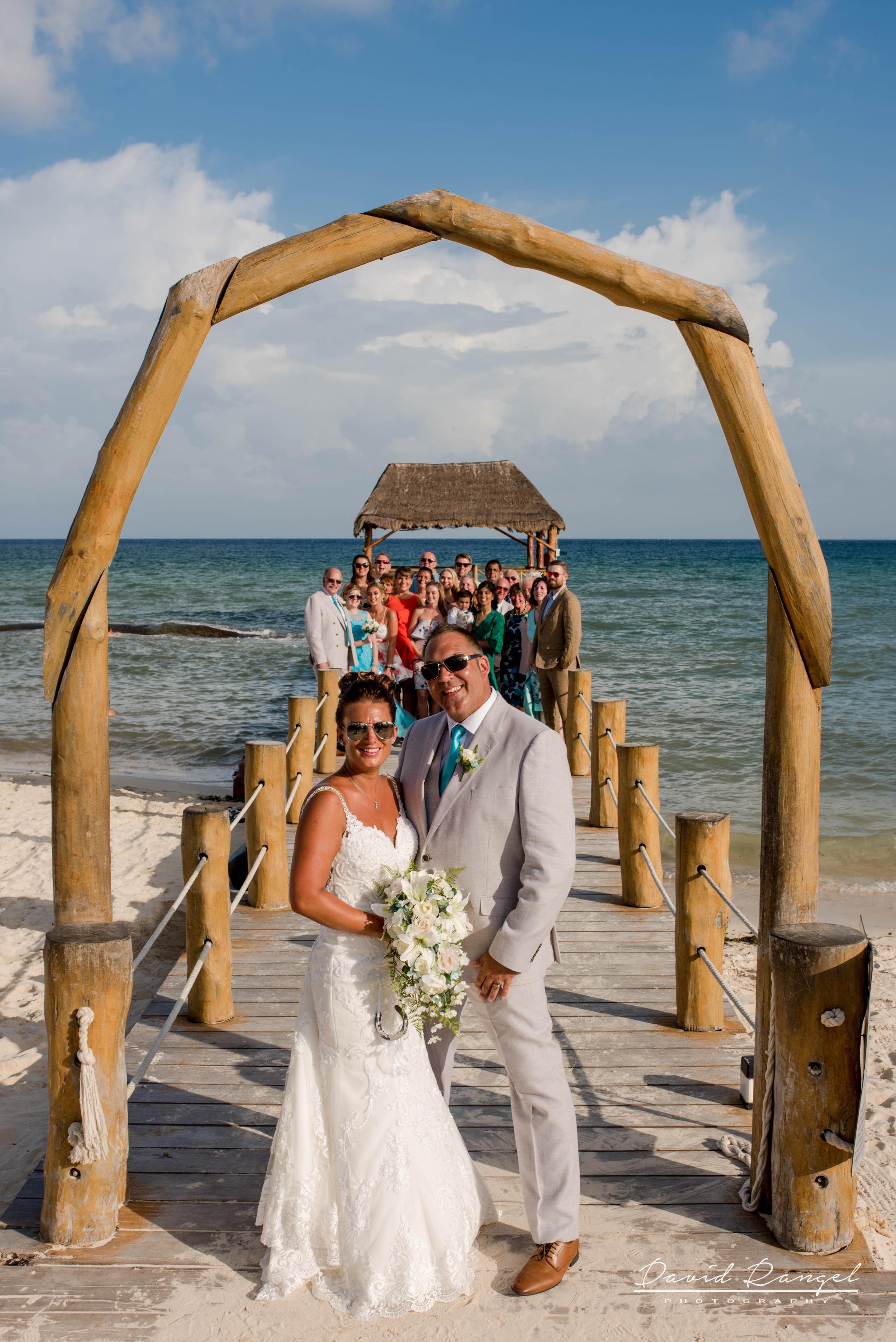 wedding+group+photo+pier