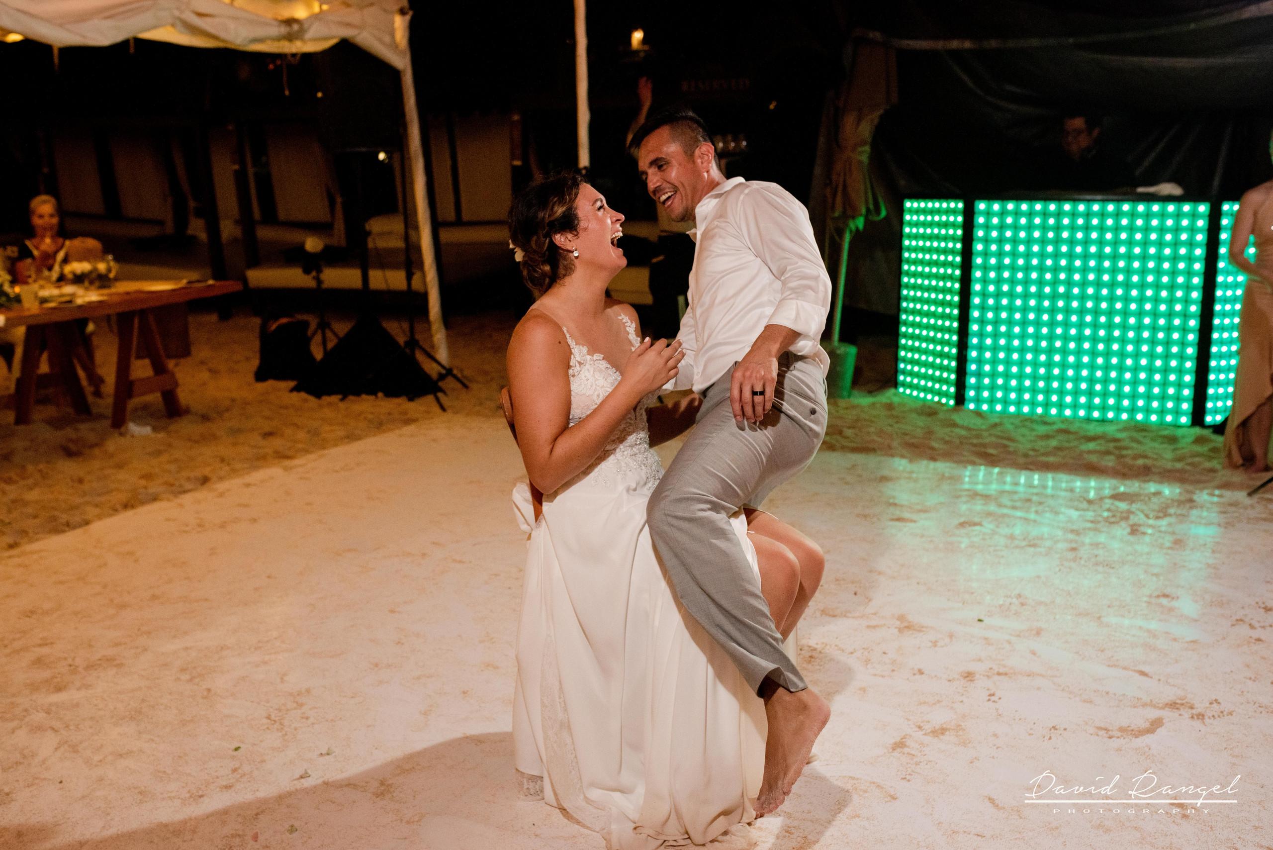 wedding+dance+party+guest+happy+reception+garder+toast+bride+groom