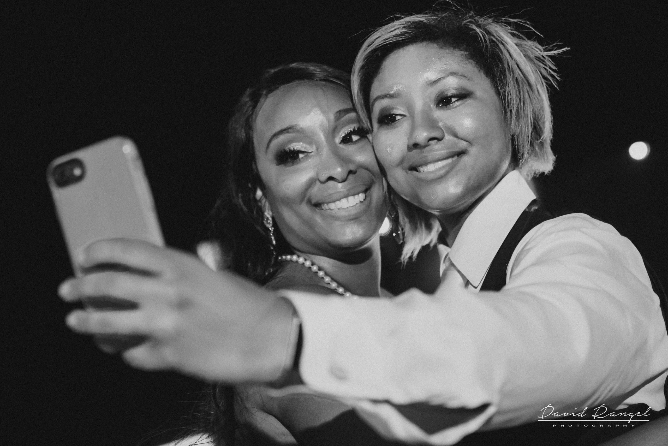 bride+selfie