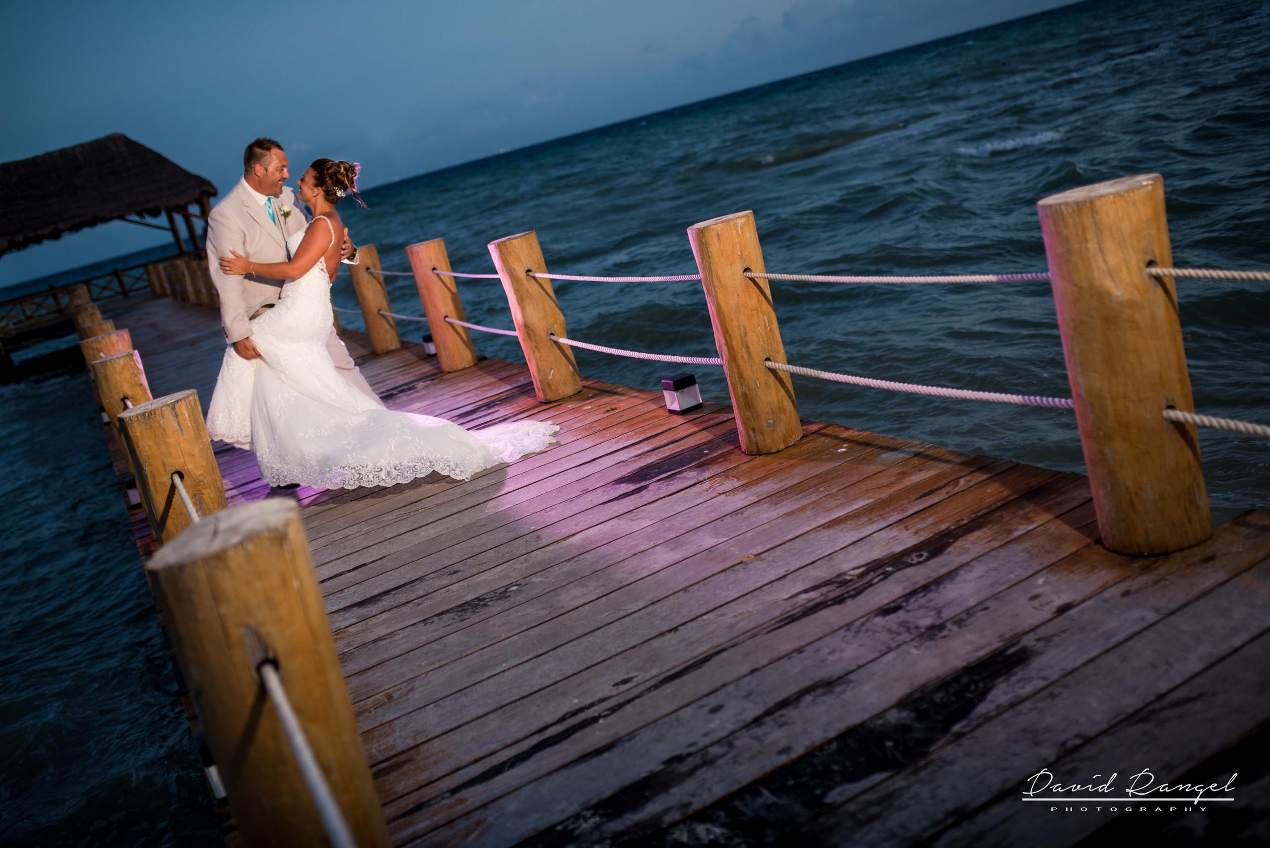 wedding+couple+pier+beach+photo+backlight