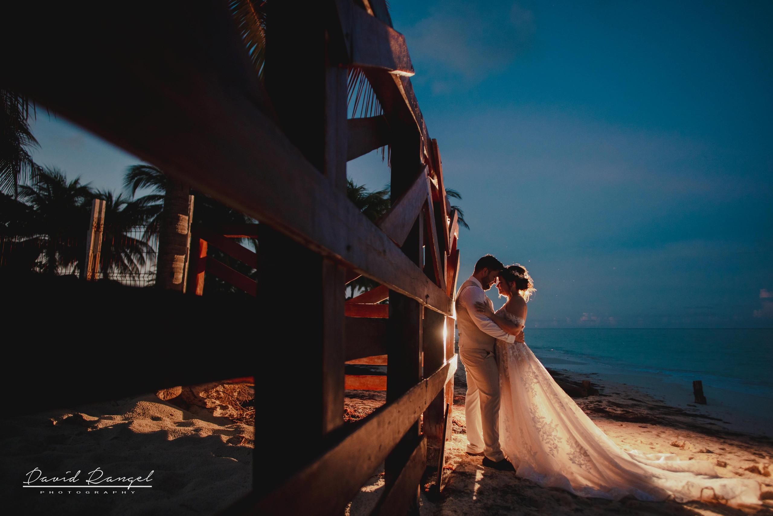 bride+groom+beach+sunset+session+happy+love+couple+celebration+wedding+photo+beach+caribean+sea+photographer+david+rangel+dress+suit+villa+chenera+back+light