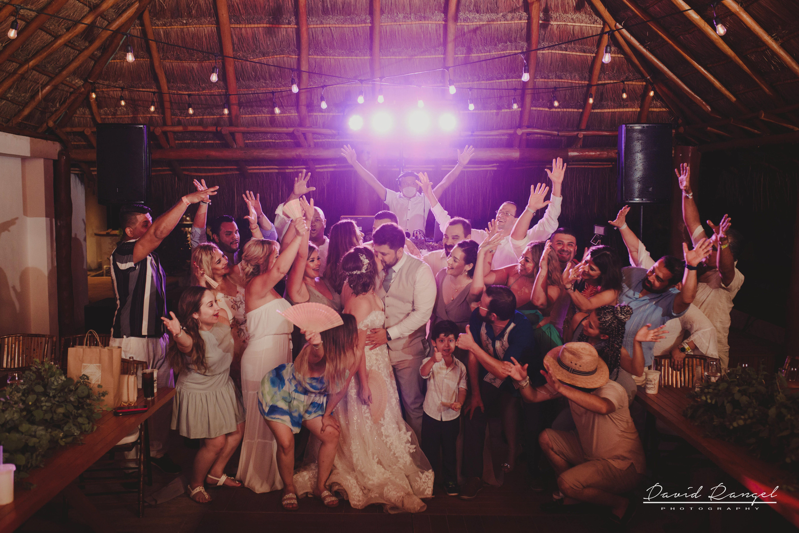 bride+groom+dance+reception+guest+celebration+happiness+photo+dance+floor+friends+family