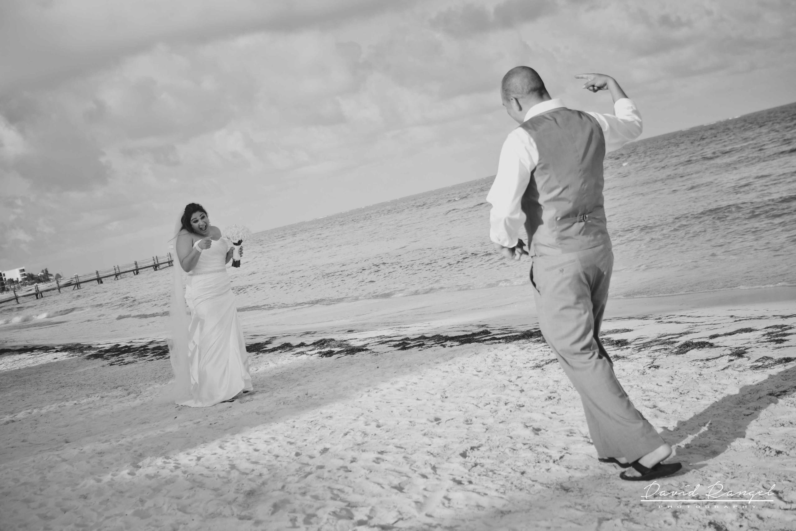 bride+groom+beach