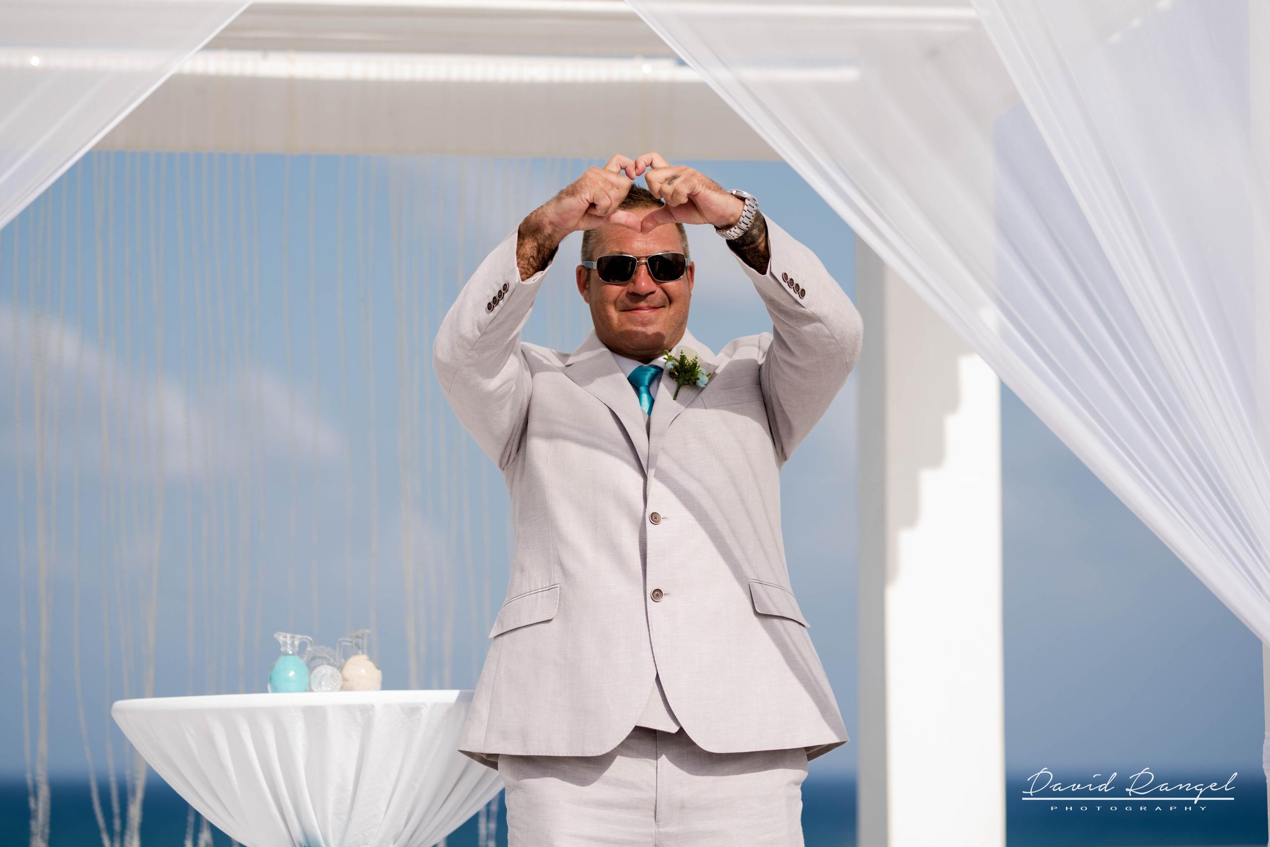 groom+love+bride+photo