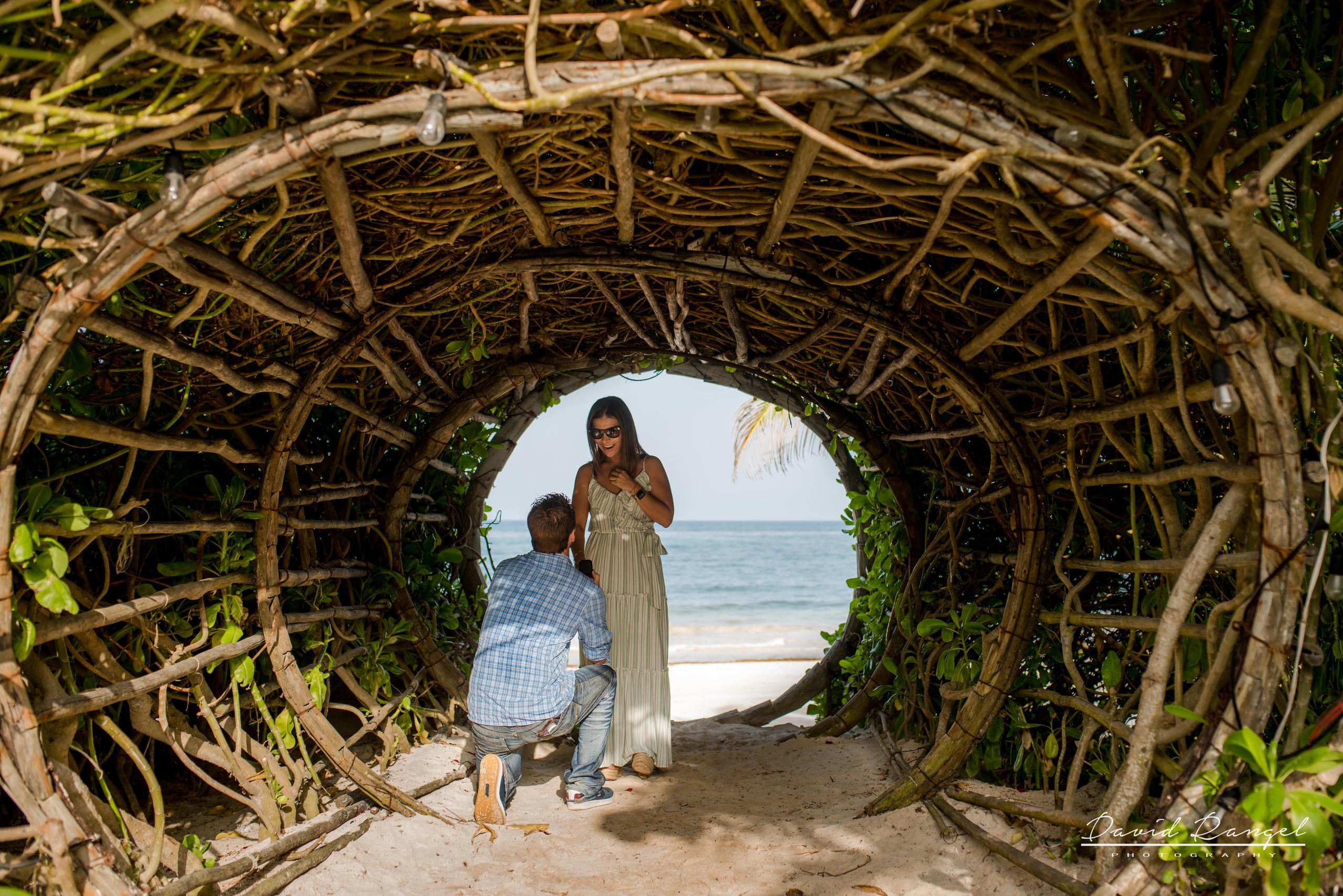 engagement+session+ring+sorprise+beach+vacations+casa+malca+hotel+pedida+de+mano+propuesta+de+matrimonio+pareja+amor+photo+boutique